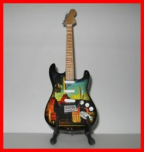 Détails sur PINK FLOYD GUITAR MINIATURE! Collection ANIMALS David Guilmour Roger Watters 70'