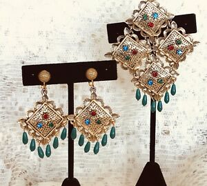 Unique-Vintage-Sarah-Coventry-Asian-Style-Pin-Earring-Set-Ornate-Gold-Tone