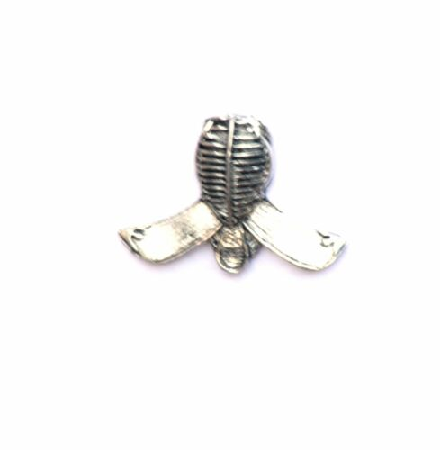 Kendo Fencing  Sword fighting pin badge pewter supplied in gift pouch NEW