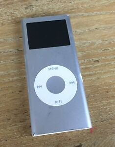Apple-Ipod-Nano-A1199-2GB-2nd-Generation-in-Silver-Spares-or-Repairs