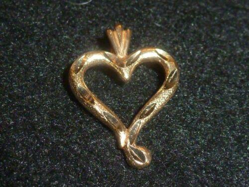 c179 Beautiful 14k Yellow Gold Delicately Etched Heart Pierced Earrings