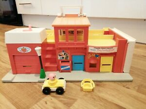 1970s-Vintage-Fisher-Price-Play-Family-Village-Buildings-Playset-Retro-Toys