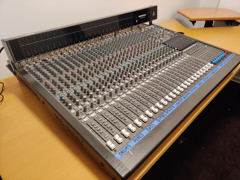 Mixer, Behringer Eurodesk MX 8000