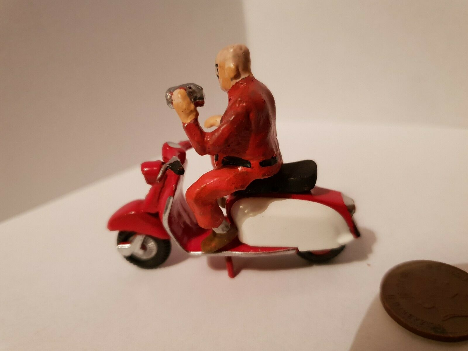 Lambretta scooter  1 32 with rider figure die cast not Britain's