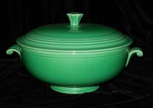 Vintage-Fiesta-Ware-Footed-Covered-Footed-Casserole-Jadite-Green-Scroll-Handles