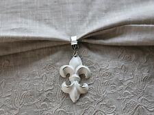Chic Antique 4 x Tischtuchklammer Fleur de Lys Lilie weiss Tischdeckenbeschwerer