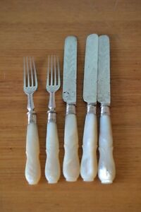 Vintage-3-x-butter-knives-2-x-forks-EPNS-faux-mother-of-Pearl-set-mp-1