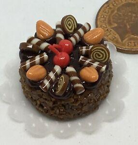 1:12 Scale Cake With Chocolate Icing Tumdee Dolls House Miniature Bakery NC75