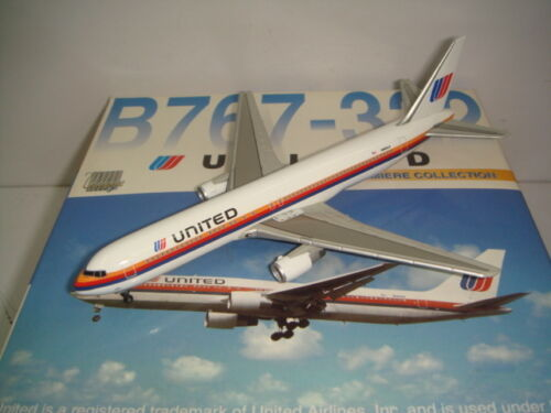 "Dragon Wings 400 United Airlines UA B767300ER ""1980s Friendship color"" 1400"