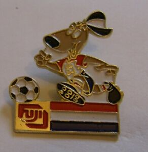 WORLD-CUP-94-USA-SOCCER-NETHERLANDS-STRIKER-MASCOT-FUJI-vintage-pin-badge-Z8J