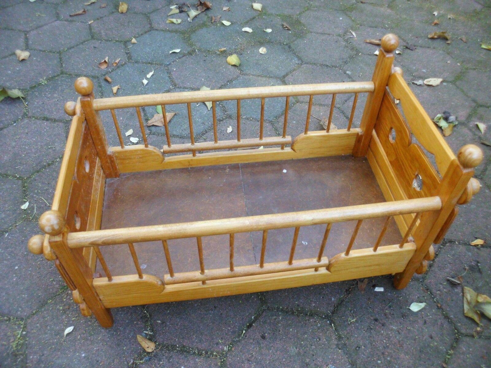 Puppenbett aus Holz - L x B x H ca. 62 x 31 x 35 cm - Handarbeit