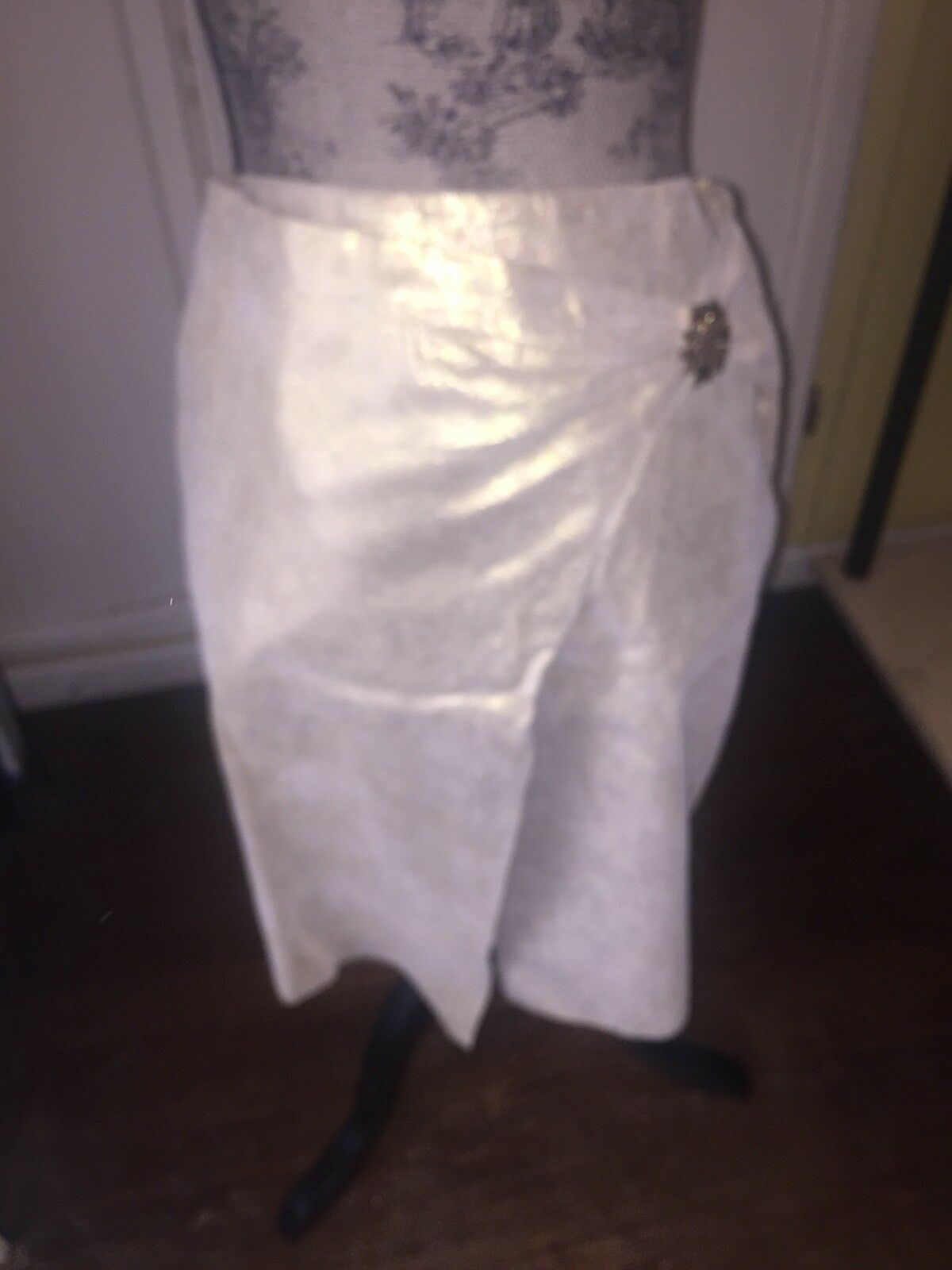 BEBE Gold 100% real LEATHER ASYMMETRICAL  KNEE LENGTH  SKIRT  Größe 2