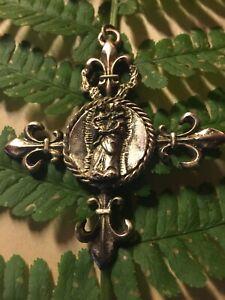 Croix-fleurs-de-lys-034-La-Vierge-a-l-039-enfant-034
