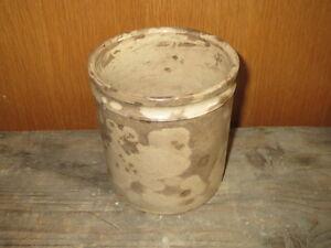 Antiguo-jarra-de-mermelada-o-grasa-en-el-suelo-barnizado-de-Badonviller-Francia