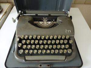 machine a ecrire ancienne  japy( gendarmerie)