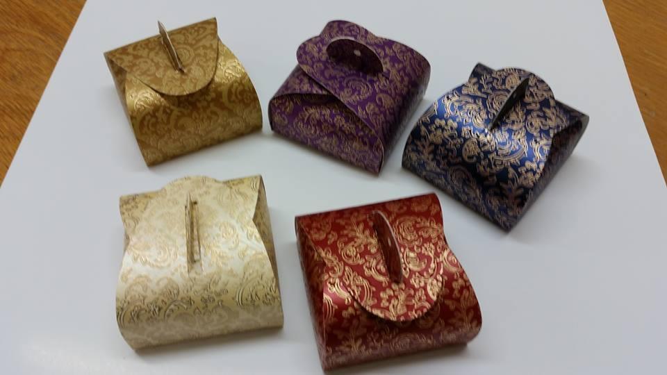 BARGAIN    100 Favour Boxes Wedding Sweet Bags Metallic cardboard 2 colour print