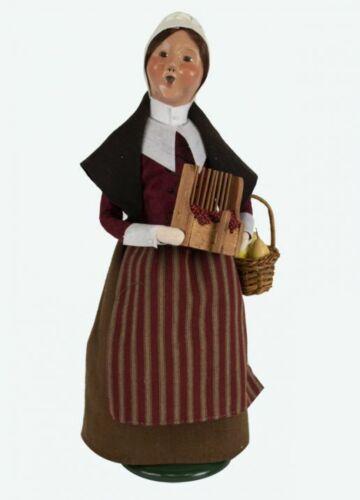 2019 Byers Choice Pilgrim Woman Lovely Thanksgiving Caroler Cranberries Fruit