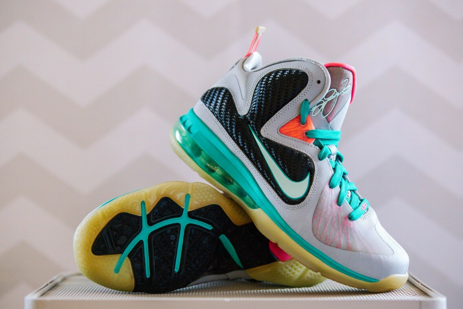NEW (without box) Nike Lebron James 9 SOUTH BEACH - Size 6.5 Men's (NEVER WORN)