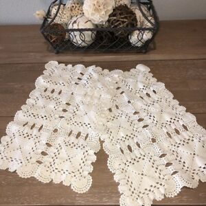 Vintage-Hand-Crocheted-Doilies-Placemats-Set-of-2-Scalloped-Edges-9-5x15-5-034-EUC