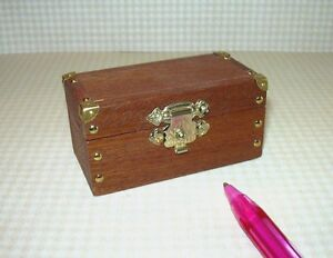 Miniature-Petite-Wooden-Storage-Chest-w-Gold-Latch-DOLLHOUSE-1-12-Scale