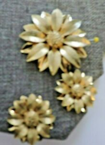 Vintage Signed Sarah Coventry Flower Brooch and Earring Set