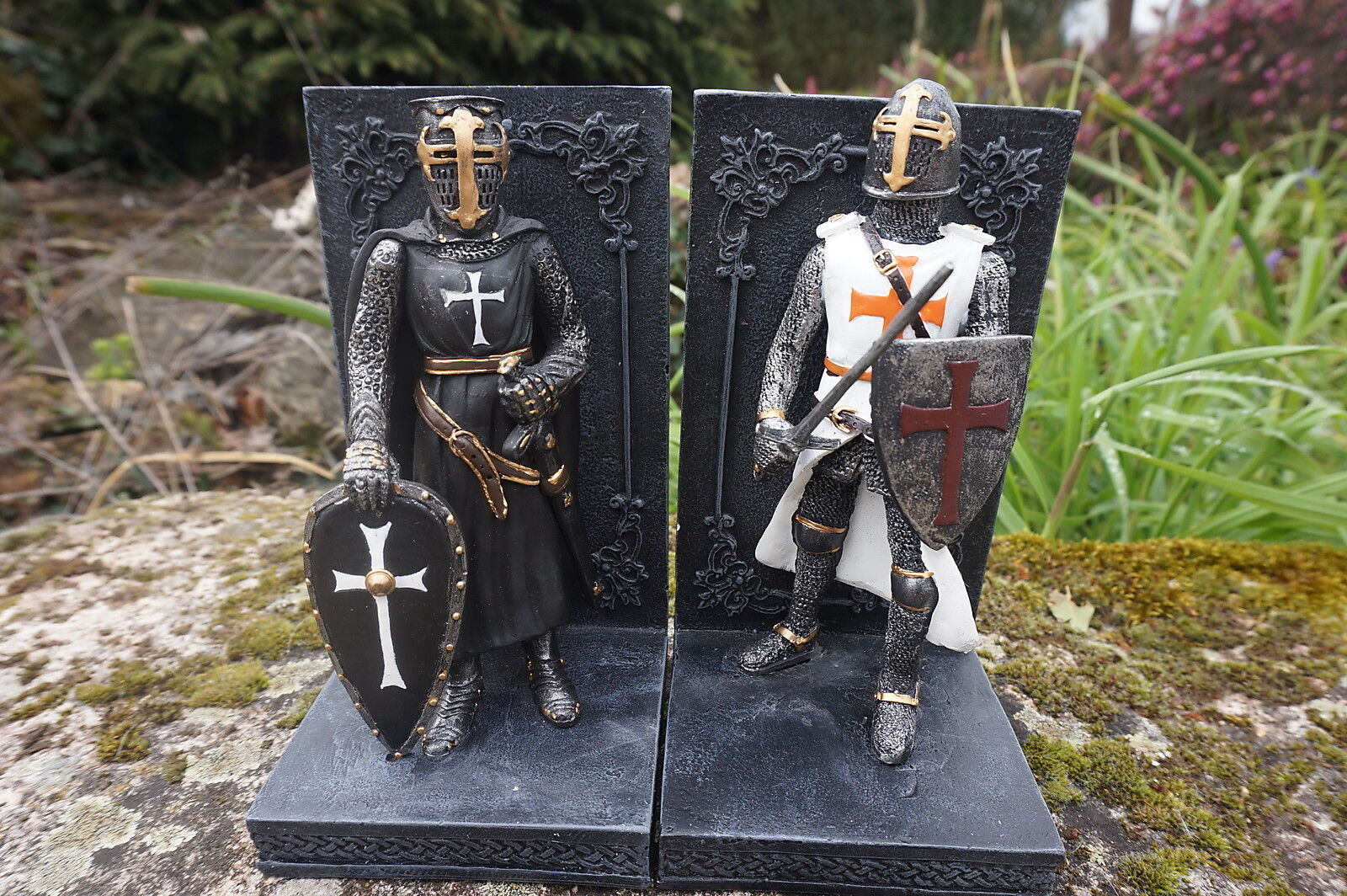 65261 Grünhouse book figurine soldier medieval crosses templar resin