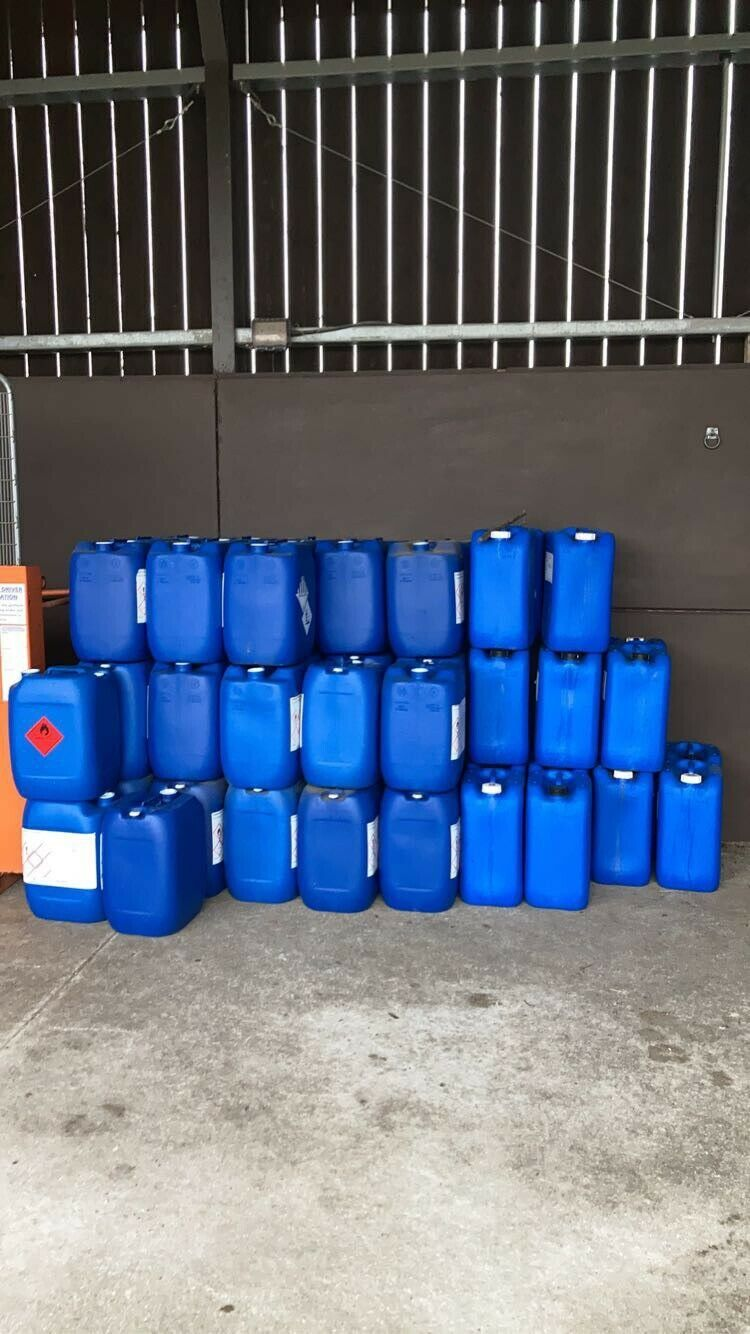 70 Plastic water containers 25L