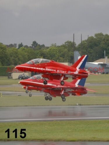 1 X BRITISH AEROSPACE HAWK T1 RED ARROWS PHOTOGRAPH 9