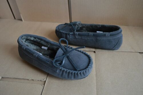 NWOB Minnetonka Lily Girl/'s Youth Suede Gray Flats Moccasins
