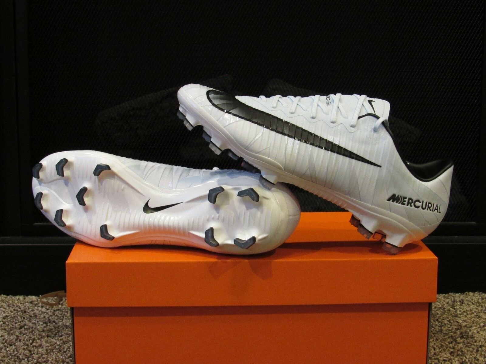 Men's NIKE MERCURIAL VAPOR XI CR7 FG Soccer Cleats Spikes - 852514 401 Ronaldo Wild casual shoes