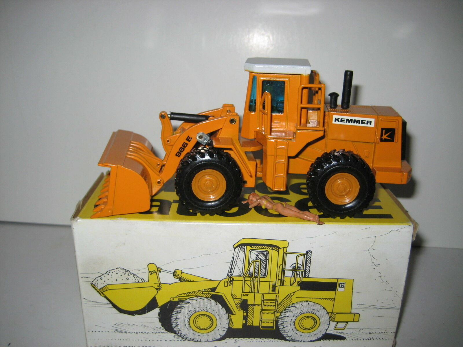 Caterpillar 966 E Glisseur PFLEGER #237 NZG 1:50 neuf neuf neuf dans sa boîte | Excellente Qualité  e6bf4d