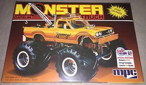 MPC-1975-Datsun-Scavenger-Monster-Truck-Pickup-Wrecker-1-25-model-kit-new-852