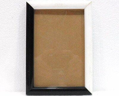 Cornice Per Foto Bianco/nera C/vetro - Misura Cm. 12 X 17 Sentirsi A Proprio Agio