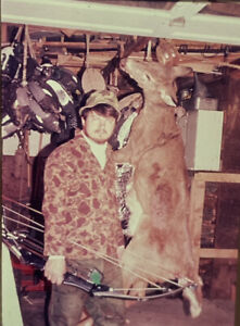 Vintage-Photo-Slide-1986-Bow-Hunting-Deer-Man-Posed-New-York