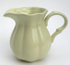 Suesser-Krug-Vase-Milchkrug-gruen-pistazie-Keramik-Mynte-IB-Laursen-0-5-l