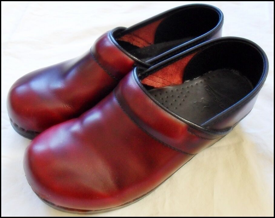 Dansko Burgundy Leder Clogs Schuhes  ROT    40 Nurse