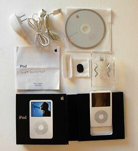 Apple iPod CLASSIC A1136 5th Gen ~ White ~ 30 GB ~ GREAT Condition!!
