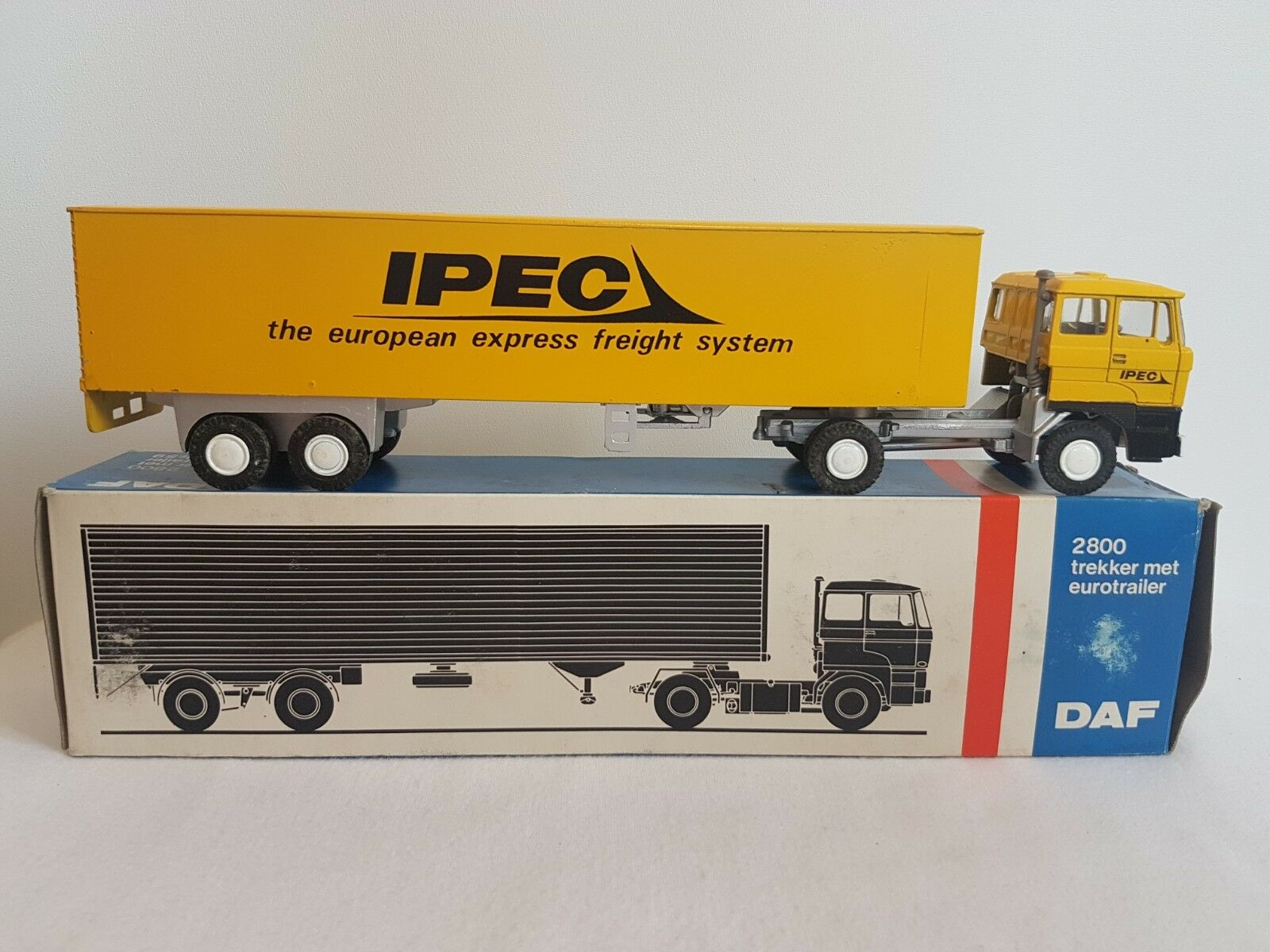 IPEC - Lion Car - 1 50 Lorry Truck Trailer DAF 2800