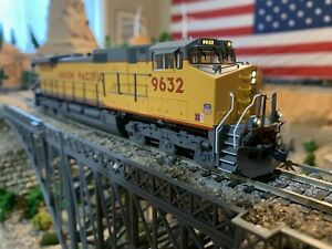 HO-Scale-KATO-9632-GE-C44-9W-Powered-Diesel-Locomotive-UP-DCC-Well-Detailed