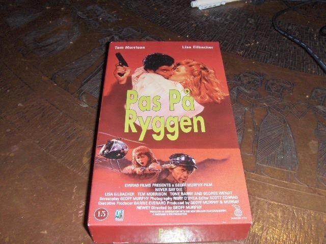 Action, PAS PÅ RYGGEN - NEVER SAY DIE - ACTION FILM