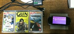 PSP Sony PlayStation Portable 3004 Console - Noire + Jeux