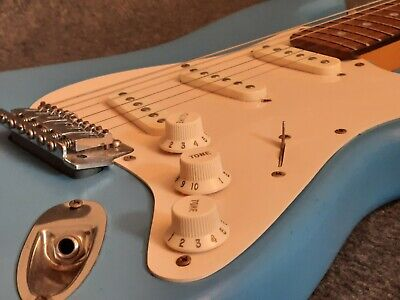 5X Guitar Gitarre Plektrenhalter Plektrumhalter Plektren S7D B Picks E4L4