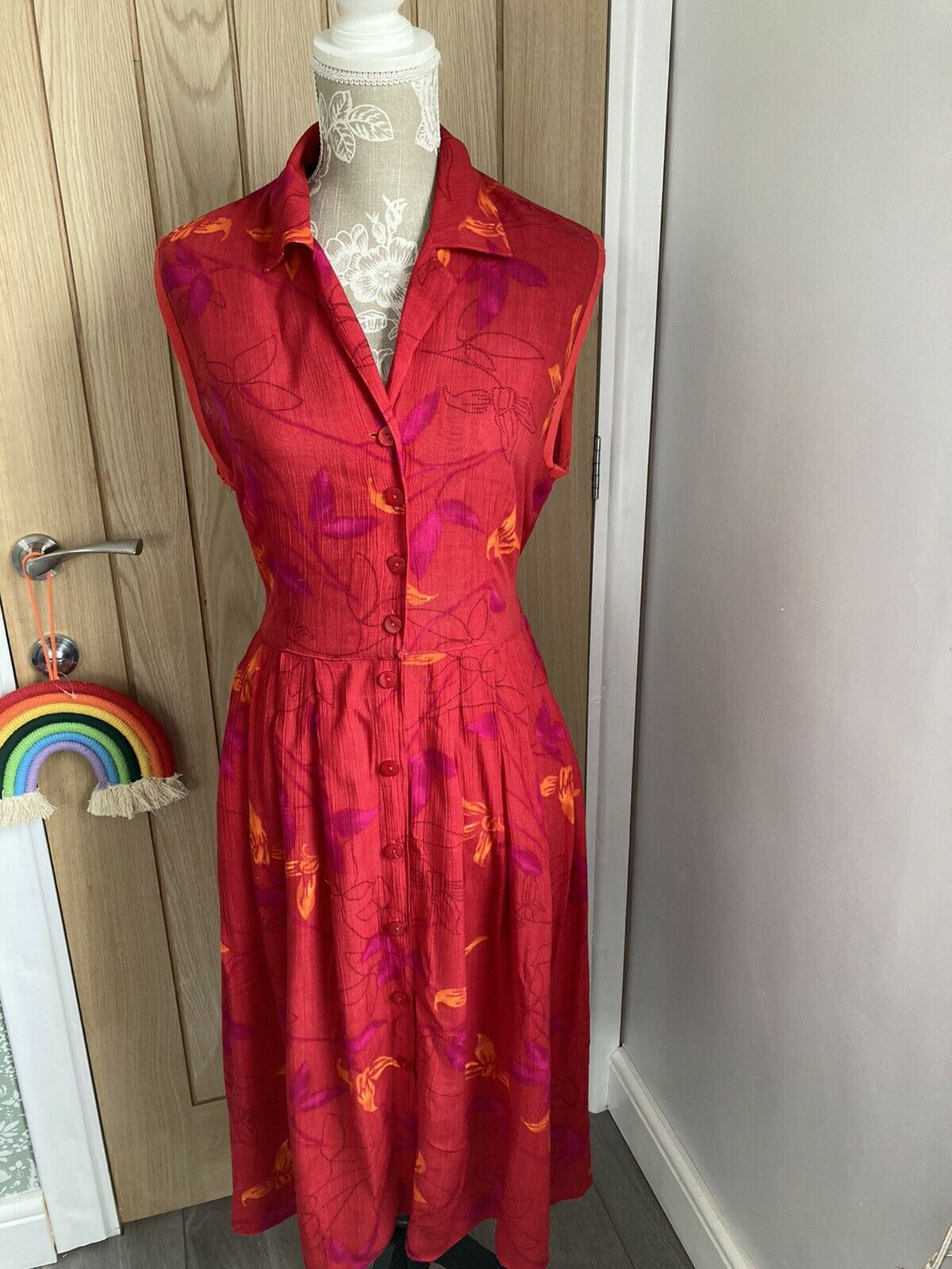 90s Vintage Retro Red Floral Button Down Day Dress, So Pretty! 12-14