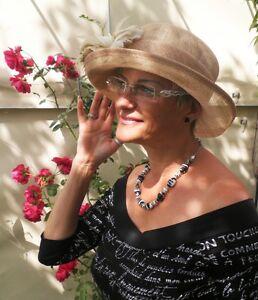 La imagen se está cargando Sombrero-Mujer-Beige-para-eventos-Ascot-Boda -Carreras- 121a54c6816