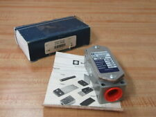 SG0-8079 Telemecanique RB Denison Magnetic Magnet Switch SGO NEW