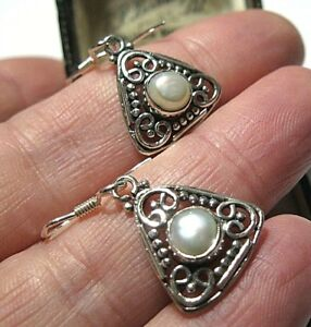 Boxed Gorgeous Sterling Silver Baroque Pearl /& Garnet Earrings