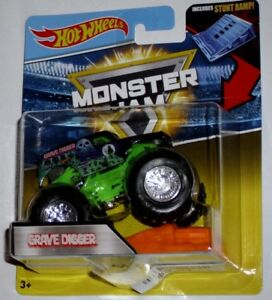 2da22d2107f8 Hot Wheels Monster Jam Grave Digger With Stunt Ramp 1 64 Die-Cast
