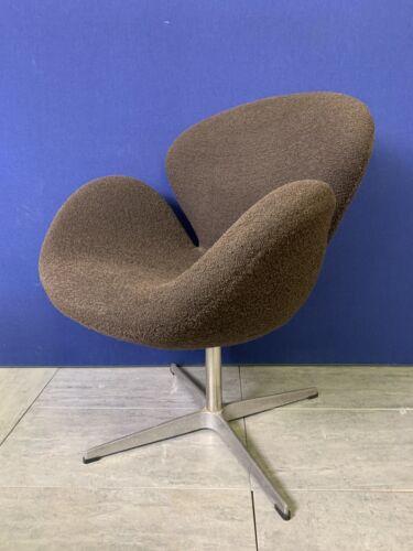Swan chair Arne Jacobsen Fritz Hansen STYLE in brown