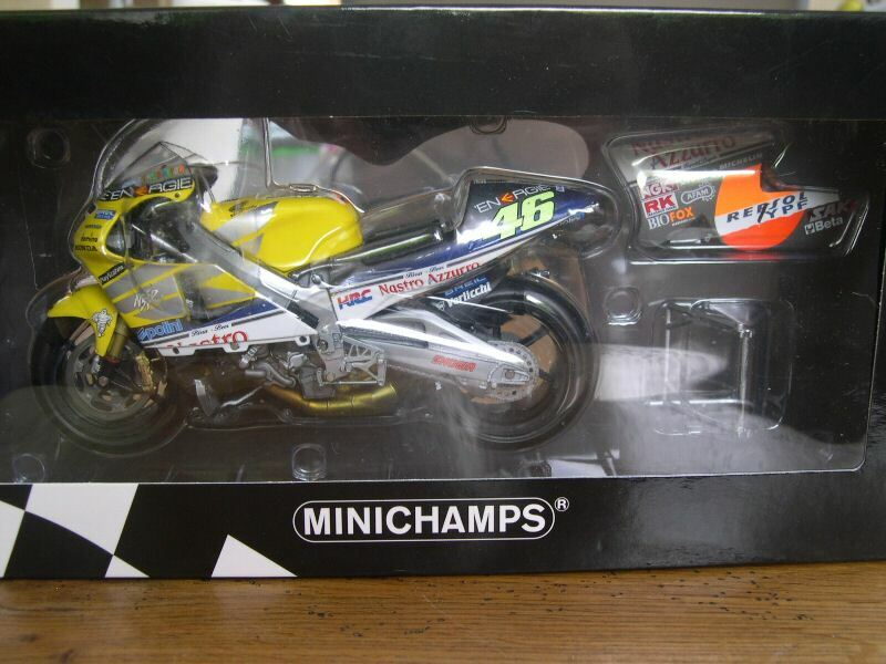 ROSSI HONDA 500 NSR NASTRO AZZURRO 2001 MINICHAMPS 1 12