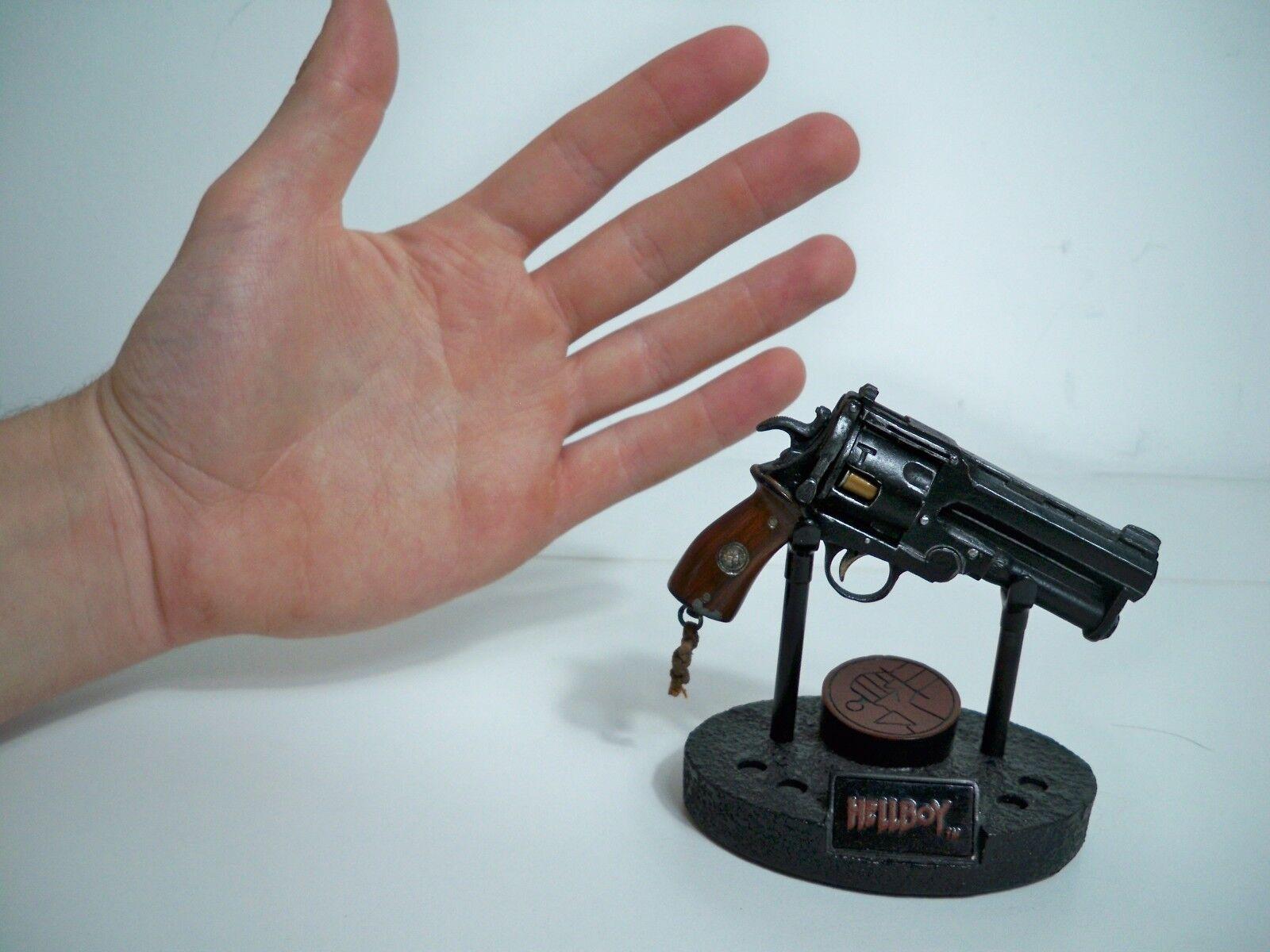 D1007132 escala 1 4 1 4 Samaritano Hellboy SIDESHOW COLLECTIBLES Menta en caja